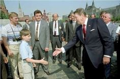 Vladimir Putin (far left) as a young KGB spy, meeting Ronald Reagan. He was disguised as a member of a tourist party and instructed to harangue Ronald Reagan over his human rights record on the President's first trip to Moscow. Vladimir Putin, American Presidents, Us Presidents, American History, Bill Gates, Barack Obama, Mikhail Gorbachev, Photo Star, Historia Universal