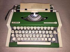 Mechanische Schreibmaschine Olympia Traveller de Luxe portable typewriter grün