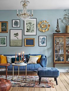 Country Home Interior Country living room ideas share some similar traits with those of farmhouse style. They represent hu.Country Home Interior Country living room ideas share some similar traits with those of farmhouse style. They represent hu. Living Room Ideas 2019, Small Living Rooms, My Living Room, Living Room Designs, Cozy Living, Blue Living Room Walls, Barn Living, Colorful Living Rooms, Blue Rooms