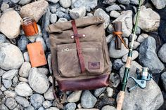 Bradley Mountain Backpack The Biographer in Field Tan. Top Backpacks, How To Wake Up Early, Bradley Mountain, Vintage Outfits, Vintage Clothing, Biographer, Camping, Backpacking, Man Gear