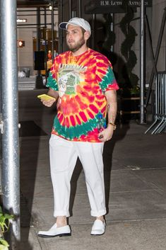 Jonah Hill is seen on Upper East Side on May 11 2018 in New York New York Gq, Esquire Uk, Jonah Hill, Most Stylish Men, Young T, Best Dressed Man, Tie Dye Shirts, Uk Fashion, Fashion Ideas