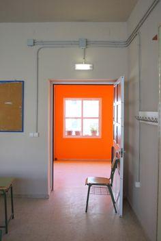 We just recieved this public school facility. Orange Bathroom Interior, Orange Bathrooms, Orange Interior, Bathroom Interior Design, Orange Rooms, Bedroom Orange, Orange Walls, Estilo Interior, Ideas Para Organizar