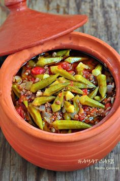Comment préparer un okra en cocotte Sebze yemekleri East Dessert Recipes, Easy Dinner Recipes, Easy Recipes, How To Make Okra, Baked Chicken Recipes, Turkish Recipes, Quick Easy Meals, Food And Drink, Yummy Food