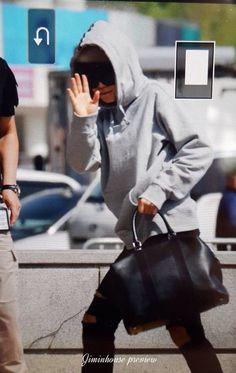 Jimin Airport Fashion, Bts Airport, Airport Style, Kpop Fashion, Korean Fashion, Mens Fashion, Fashion Trends, Bts Bangtan Boy, Bts Jimin