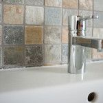 Badezimmerarmatur vor Mosaikverfliesung #tile #bathroom #bath #mosaik #stone #flagstone Sink, Bathroom, Home Decor, Commercial Real Estate, Country Living, Mosaics, Sink Tops, Washroom, Vessel Sink