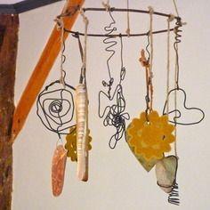 Mobile décoratif zen en fil de fer ,coeur, fleur et papillon