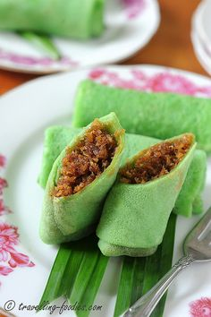 Kue Dadar - Sweet coconut in pandan crapes