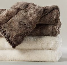 luxe faux fur throw (mink)