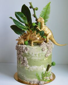 I'd been dreaming of doing a dino cake for an entire year, so exc… JURASSIC CAKE! I'd been dreaming of doing a dino cake for an entire year, so excited to finally bring it to life for a very sweet two year old's birthday party ☺️ Pretty Cakes, Cute Cakes, Beautiful Cakes, Come Reza Ama, Dinosaur Birthday Cakes, 3rd Birthday, 3 Year Old Birthday Cake, Birthday Cake Kids Boys, Dad Birthday Cakes