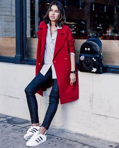 annabelle fleur look blazer vermelho tênis calça jeans
