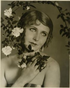 """Maria Corda portrait by Harold Dean Carsey for The Private Life of Helen of Troy, 1927  """"They make the Jazz-age look like slow music! When Helen went for a joy-ride they sent a thousand ships to bring her back!"""""""