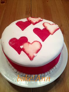 bake! Ann: Bársony torta tonkababos fehércsokoládé krémmel és... Anna, Cake, Desserts, Food, Cake Ideas, Pie Cake, Meal, Cakes, Deserts