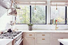 【随所に遊び心】明るく開放的なコンパクトキッチン | 住宅デザイン