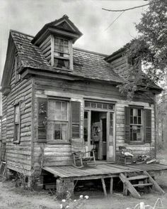 Old Farm House In South Carolina 1936 / wonder how many children, grandchildren and great-grandchildren lived in or visited this home?