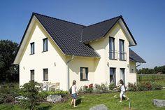 Mit Muskelhypothek ins eigene Haus.  Do-it-yourself.  Mit eigener Muskelkraft und Zuschüssen für die Nutzung regenerativer Energiequellen sowie mit zinsgünstigen Baukrediten kann sich auch der Durchschnittsverdiener den Traum vom eigenen Haus erfüllen. Foto: djd/Rensch-Haus GmbH