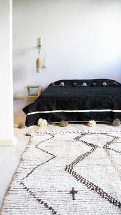 berber blanket with pom poms van naturalmoroccan op Etsy