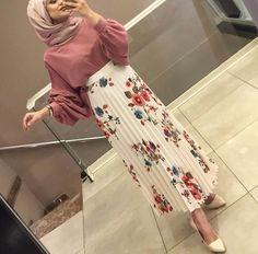 Trendy Skirt Midi Classy Modest Fashion Ideas Source by artahallunej fashion muslimah Modern Hijab Fashion, Hijab Fashion Inspiration, Islamic Fashion, Muslim Fashion, Modest Fashion, Skirt Fashion, Fashion Ideas, Fashion Dresses, Classy Fashion