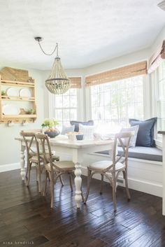 awesome Salle à manger - Farmhouse Breakfast Nook Reveal Bay Window Benches, Bay Window Decor, New England Farmhouse, Home Kitchens, Sweet Home, New Homes, House Design, Interior Design, Decoration