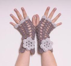 Guanti senza dita uncinetto con fiore  lavorazione a di Lallallero