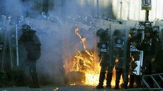 La movilización llevada a cabo en México D.F., para conmemorar el 47 aniversario del ataque armado contra los estudiantes en la Plaza de las Tres Culturas en Tlatelolco el día 2 de octubre de 1968, ha degenerado en fuertes enfrentamientos entre los manifestantes y la Policía federal. Según informa el portal SPD Noticias, un grupo…
