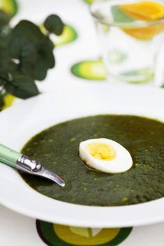 Spenatsoppa med ägg är en riktig klassiker. Detta recept på spenatsoppa passar även dig som följer 5:2 dieten!
