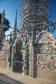 Watts Towers - Los Angeles, USA  Really want to see this, after seeing it in my first art history books