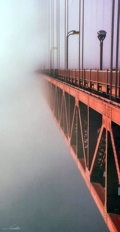 This suspension bridge has been the defining landmark in San Francisco since it opened in It's not named for its shade (a color called… Wallpaper Praia, Places To Travel, Places To See, Puente Golden Gate, Affordable Family Vacations, San Francisco, California Dreamin', Jolie Photo, Golden Gate Bridge
