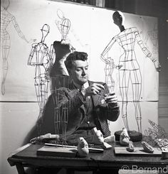Jean Saint-Martin working on the dolls' wire structures, photo by Béla Bernand Jacques Fath, Jeanne Lanvin, Fashion Mannequin, Fashion Dolls, 1950s Fashion, Pierre Balmain, Vintage Dresses 50s, Vintage Outfits, 1950s Dresses