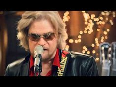 "This and all other great performances may be seen from Daryl Hall's widely acclaimed (e.g., Rolling Stone, SPIN, Daily Variety, et al) free-to-view website and Palladia TV show called ""Live from Daryl's House"".  Simple, yet satisfying concept:  He and his band jam at his country home/studio in Amenia, NY with established colleagues and stars, as..."