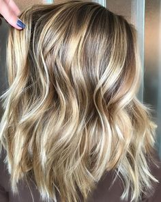33 Natural Balayage Ombre Hair Color Trends for 2018 Ombre Hair Color, Hair Color Balayage, Blonde Balayage, Hair Highlights, Thick Blonde Highlights, Color Highlights, Hair Colour, Best Hair Color, Medium Brown Hair With Highlights