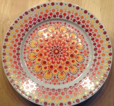 Bord, diameter 19 cm, by Cinipu Pottery Painting, Ceramic Painting, Pottery Art, Dots Design, Plate Design, Mandala Painting, Dot Painting, Stippling Art, Paint Your Own Pottery