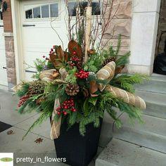 Christmas Urns, Christmas Planters, Outdoor Christmas Decorations, Diy Christmas Ornaments, Christmas Projects, Winter Christmas, Christmas Wreaths, Xmas, Large Floral Arrangements