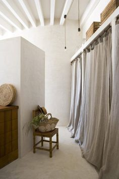 Cozy Bohemian House in Formentera, Spain – Milletruc Belen Gonzalez Torres Cozy Bohemian House in Formentera, Spain Cortinas Interior Natural, Best Interior, Interior Design, Kitchen Interior, Closet Curtains, Linen Curtains, Curtain Wardrobe Doors, Canvas Curtains, White Curtains