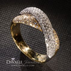 18 kt 1.04.total weight two-tone diamond anniversary ring (132-10326)