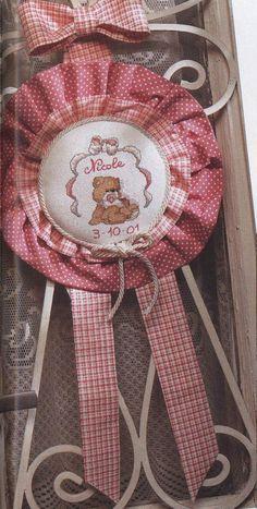 Fiocchi e Nastri di Nascita  punto croce Dream Catcher, Nursery, Baby Shower, Embroidery, Ideas, Sleepover, Wreaths, Cross Stitch Embroidery, Craft