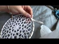 DIY Tutorial - How to Crochet Mandala Dreamcatcher - Sun Dream Catcher Hula Hoop Yarn Bombing Crochet Home, Crochet Crafts, Crochet Doilies, Crochet Projects, Diy Crochet, Mandala Crochet, Crochet Tutorials, Yarn Bombing, Dream Catcher Hoops