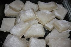 Mochi, a traditional Japanese dessert, is a rice treat I have enjoyed since childhood. The traditional method of making mochi can be tediou. Hawaiian Desserts, Asian Desserts, Desserts To Make, Delicious Desserts, Yummy Food, Hawaiian Dishes, Hawaiian Recipes, Filipino Desserts, Bakery Recipes