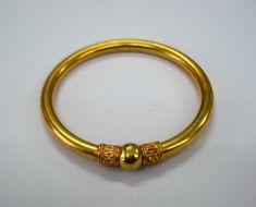 Gold Ring Designs, Gold Bangles Design, Gold Earrings Designs, Gold Jewellery Design, Silver Jewellery, Jhumka Designs, Temple Jewellery, Hand Armband, Plain Gold Bangles