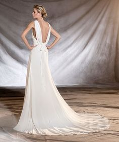 OSLO - Marvelous, floaty gauze wedding dress, fitted to the hips, with a v neck and flattering straps that reveal the skin. A sublime, floaty creation with an A-line skirt. The beauty of simplicity.