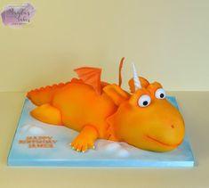 Zog by Magda's Cakes (Magda Pietkiewicz) Dragon Birthday Cakes, Dragon Birthday Parties, 2 Birthday Cake, Dragon Party, Bear Birthday, 11th Birthday, Thomas Cakes, Daisy Cakes, Diy Presents