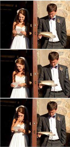 여자와 남자가  러브레터를 읽으면서 보이는 반응의 차이를 보여주는 사진이다. 같은 내용의 편지를 읽으면서도 여자는 편지의 감동을 눈물로 표출하는 반면에 남자는 무덤덤하게 받아들인다. 사진만 보면 다른 내용의 편지를 읽고 있다고 생각할 정도로 다른 반응을 보이고 있는 것이 신기하다.