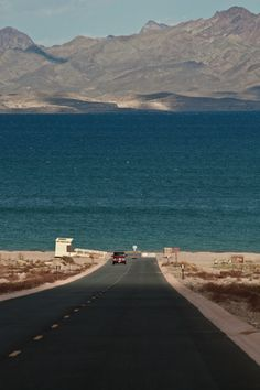 Boulder Beach at Lake Meade | Nevada (by twoGiraffe)... didn't like Vegas, but  would like this!