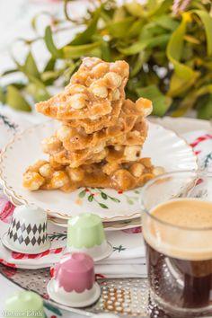 Orzechy w chrupiącym karmelu (orzechowe brittle) - świąteczny hit tego roku! - Madame Edith Food Cakes, Waffles, Cake Recipes, Breakfast, Cakes, Morning Coffee, Easy Cake Recipes, Kuchen, Waffle