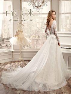 Risultati immagini per Abiti da sposa 2016, Nicole Spose: vestito con maniche di pizzo