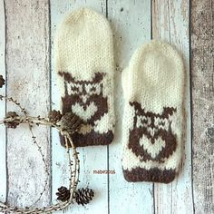 Ravelry: Tova Uglevotter- Owl mittens pattern by MaBe Fingerless Gloves Crochet Pattern, Mittens Pattern, Knitted Hats, Crochet Hats, Ravelry, Crochet Patterns, Owl, Crafty, Knitting