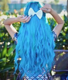 Long blue hair by Arctic Fox Hair Color Mint Hair, Neon Hair, Yellow Hair, Pastel Hair, Purple Hair, Fox Hair Dye, Dyed Hair, Arctic Fox Hair Color, Hair Wax