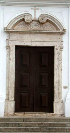 Porta - igreja de Santo Alexandre