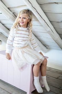 Moda faldas para niñas otoño invierno 2018. Ropa de niñas otoño invierno 2018. Vestidos Jumper, Knee Socks, Winter Dresses, Tween, Harajuku, Kids Fashion, Girl Outfits, Tights, Flower Girl Dresses