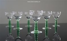 Sold *Likeur glazen, set van zes, circa 1930 met een groen getrapte stam.