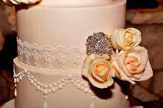 Blush-colored wedding cake (www.7centerpieces.com/austin-wedding-simone-epiphany-photography) | Simone Epiphany Photography (www.simoneepiphany.com)